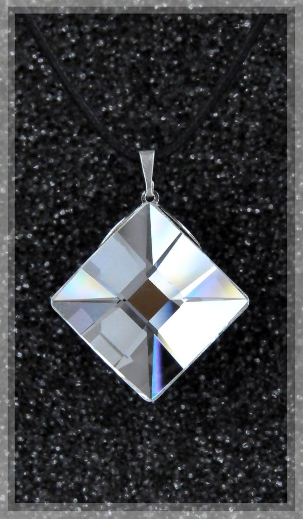 Collier losange plein cristal